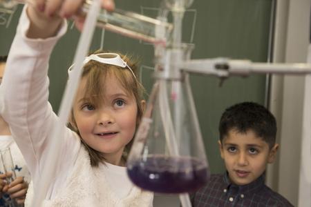 german ethnicity: School students mixing liquid in chemistry class, Fürstenfeldbruck, Bavaria, Germany LANG_EVOIMAGES