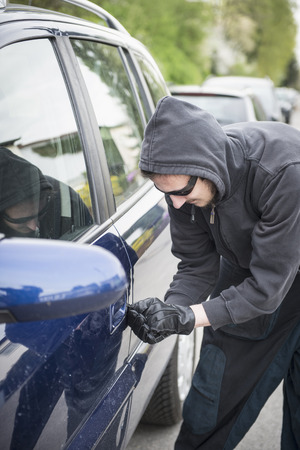 Thief unlocking car door LANG_EVOIMAGES