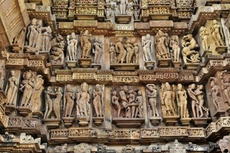 Human Beelden aan de muur van de westerse tempels van Khajuraho, Madhyapradesh, India