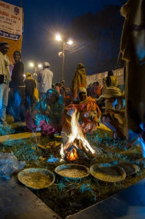 sagar: BABUGHAT, KOLKATA, WEST BENGAL   INDIA - 9TH JANUARY 2013   Hindu devotees lighting a camp fire on 9th January, 2013 in Babughat transit Camp, Kolkata  They are on their way to Gangasagar  Sagar
