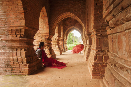 tourist spot: BISHNUPUR, WEST BENGAL   INDIA - OCTOBER 23, 2013   Woman visitor at Rasmancha , old brick temple bulit in 1587  It is a famous world tourist spot in India Editorial