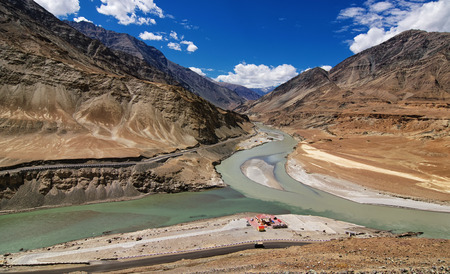 kashmir: Scenic view of Confluence of Zanskar and Indus rivers - Leh, Ladakh, Jammu and Kashmir, India Stock Photo
