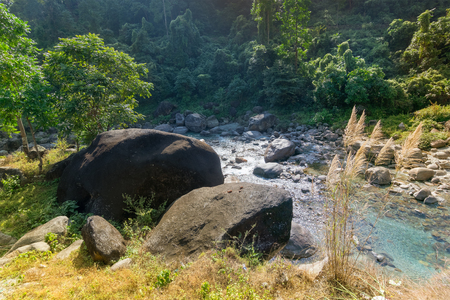 Beautiful view of Rocky islands, Jhalong sikkim. Daylight on riverbad filled with rcoks - nature stock image. 스톡 콘텐츠