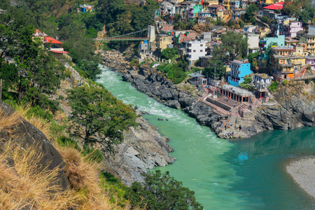 Alaknanda and Bhagirathi rivers meet and take the name Ganga at Devprayag in the state of Uttarakhand, India, and is one of the Panch Prayag (five confluences). Hindu holy place. 스톡 콘텐츠