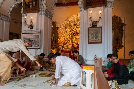 Kolkata, West Bengal, India - 6th October 2019 : 108 lamps are being lit for sondhipujo , the sacred ritual at juncture of Ashtami and Nabami, at Shobhabazar Rajbari , bonedi barhir pujo. Durga Puja. 新闻类图片