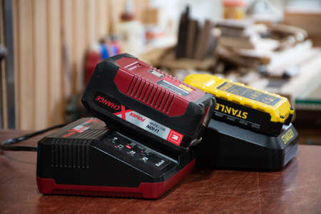 Lithium-ion batteries on charge for hand tools 版權商用圖片 - 143729093