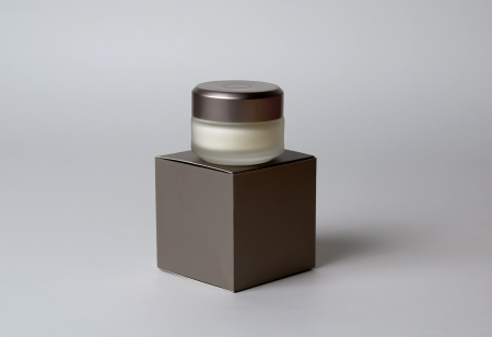 eye cream: Cosmetic eye cream container and box