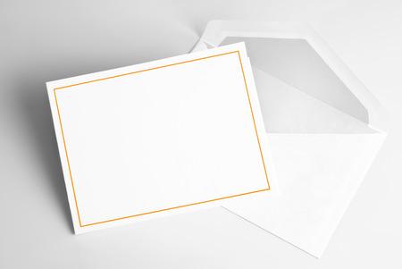 carte invitation: Blank carton d'invitation et l'enveloppe  Banque d'images