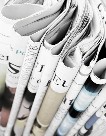 periodicos: Pila de periódicos, foco selectivo