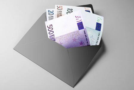 Financial aid: 20, 50, 100, and 500 Euro Bills in grey envelope Standard-Bild