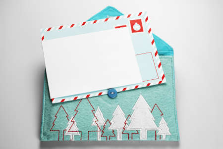 Blank card and fabric envelope with embroidered Christmas trees Standard-Bild