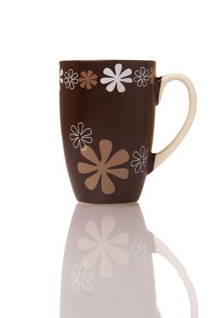 brawn: Brawn cup with floral pattern on white background with reflection