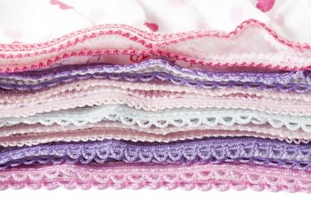 Een deel van stapel van veelkleurige gebreide ondergoed kleding met veters