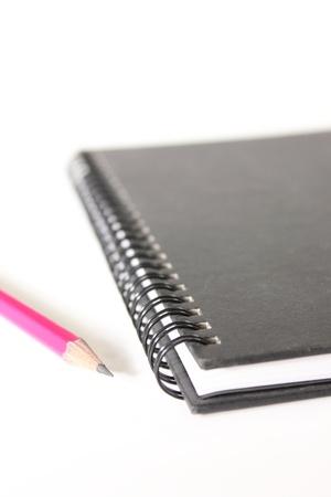 cahier et un crayon