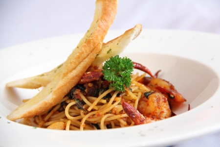 Spaghetti Shrimp with spicy sauce and carlic bread