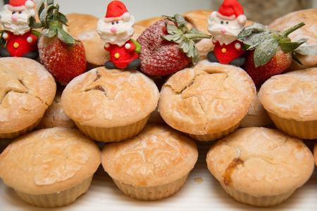 carne picada: Una torta dulce de la Navidad y pica la empanada de la fruta. Foto de archivo