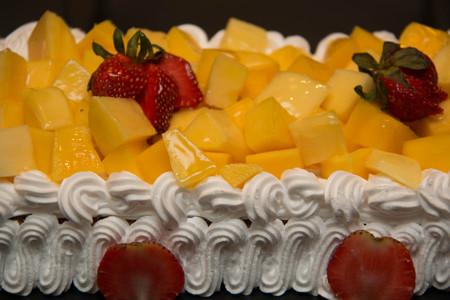 fancy cake: mango fancy cake with fresh  strawberry on  top