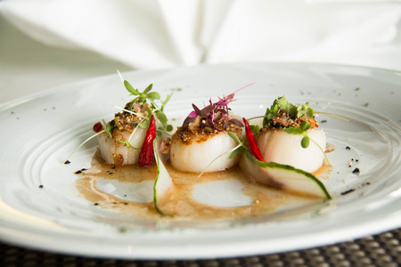 petoncle: Spicy scallop serve in Thai style (Lab scallop)