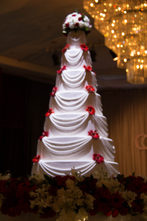 topper: Wedding cake with flowers and