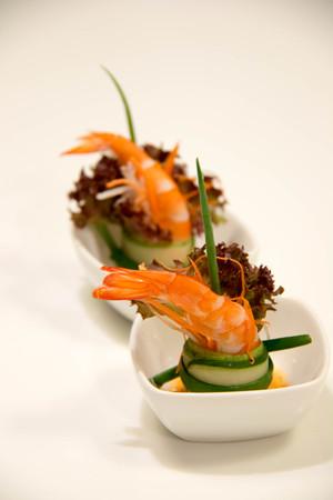 cocktail de nourriture de luxe cocktail sur un plat carré