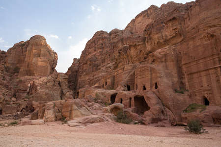 Bedouin caves in the ancient city of Petra in the Siq canyon 版權商用圖片