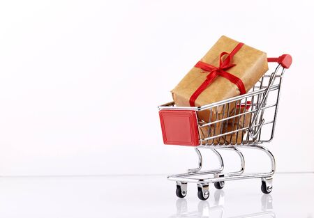 Red shopping cart with presents boxes Banco de Imagens - 140708606