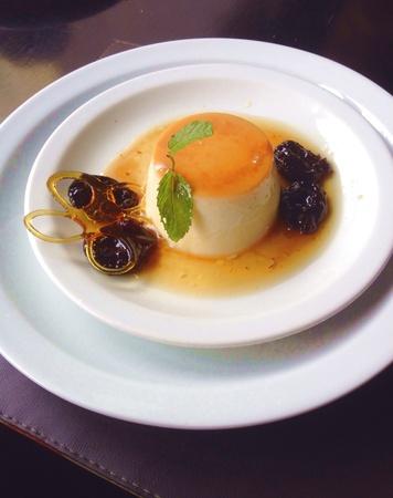 Melhor do Mundo the best pudding on the world served in So Paulo, Brazil