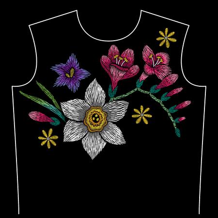 Motif de ligne de cou de broderie avec narcisse, freesia, campanule sur fond noir. Conception florale traditionnelle de vecteur de mode Vecteurs