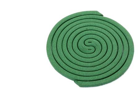 spirale: Moskito-Spule auf weißem Hintergrund