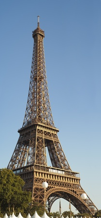 Eiffel Tower on a clear summer day with clear skies Stock Photo - 10463245