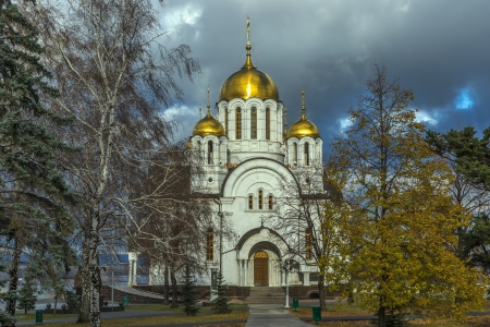 the volga river: Temple of the Martyr St. George in the city of Samara on the Volga river bank