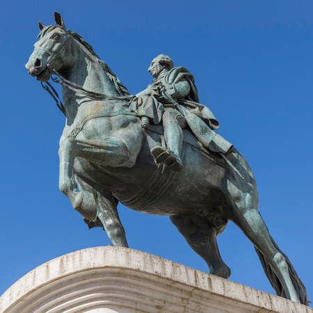 Monument to King Carlos III of Spain to Puerto del Sol in Madrid 免版税图像