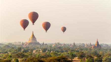 Pyathada 寺からバガン、ミャンマー - 2013 年 1 月 19 日: ビュー 報道画像