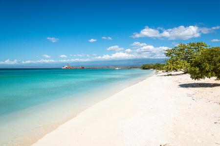 「プラヤ カボ ロジョー」北「バイア デ ラス アギラス」の Jaragua 国立公園, ドミニカ共和国ペデルナレス周辺の美しいビーチ