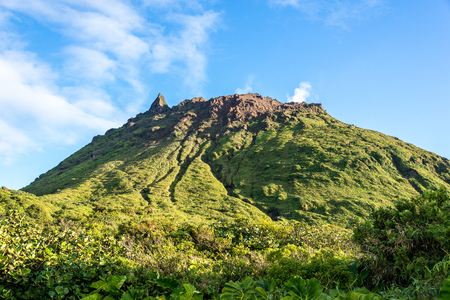 活火山 La Soufrière 硫酸の煙、グアドループ (仏領)