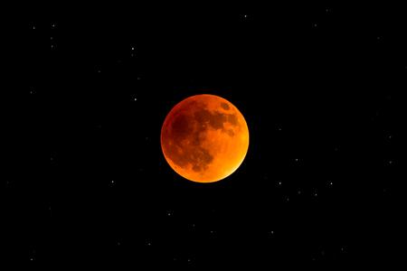 Super Blood Moon Totale Finsternis, seltenes Schauspiel Standard-Bild - 71561262