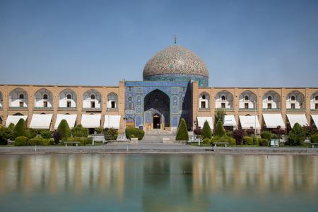 イスファハン、イラン - 2016 年 8 月 29 日: シェイク Lotfollah モスク イマーム ・ ジャハーン広場、イスファハン - ユネスコの世界遺産の 1 つ東 報道画像
