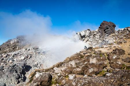 火山「ラ スーフリ エール」、グアドループ (仏領) の喫煙サミットで表示