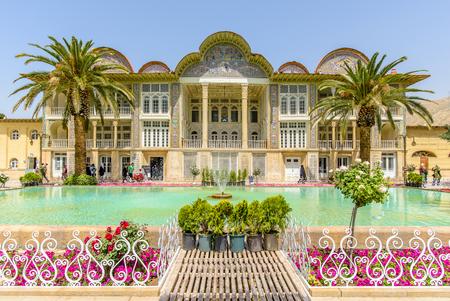 ターコイズのプールとシーラーズ, イラン - 2015 年 4 月 27 日: Eram ガーデン 報道画像