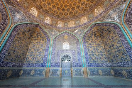 ISFAHAN, IRAN - AUG 29, 2016: interior ceiling of Sheikh Lotfollah Mosque. Sajtókép