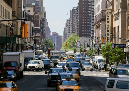 hectic: Many cars driving through the streets of New York