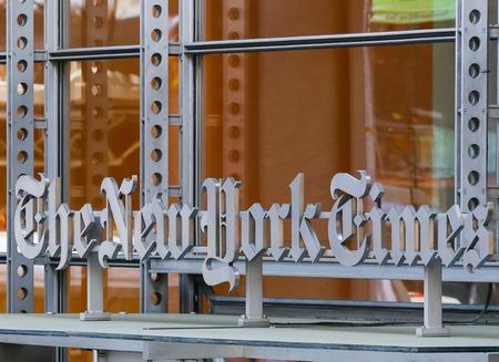 new york time: La sede del New York Times con el logotipo Editorial