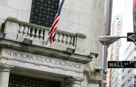 new york stock exchange: Ingresso della borsa di New York a Wall Street