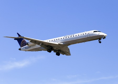 airborne vehicle: Airplane of United Airlines Express in Los Angeles