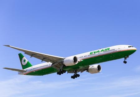 eva: Airplane of Eva Air Boeing 777-300ER in Los Angeles