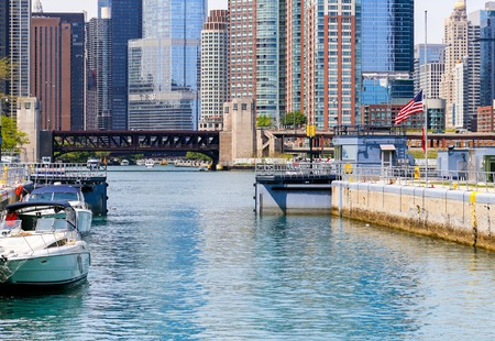 illinois river: Chicago Lock Closing Editorial