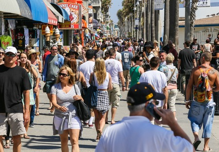 shop: The crowded Venice Beach Boardwalk in the USA.
