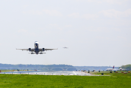 ronald reagan: A departing and an arriving aircraft at Ronald Reagan National Airport in Washington DC.