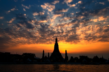 Wat Arun, The Temple of Dawn, at sunset,view across river  Bangkok, Thailand Stock Photo - 13644267