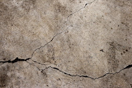 cracked concrete wall photo